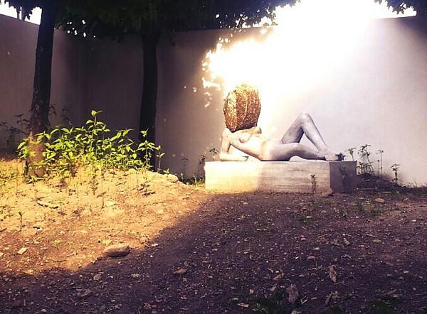 Museum Ludwig: Liegender Frauenakt mit Bienenkopf